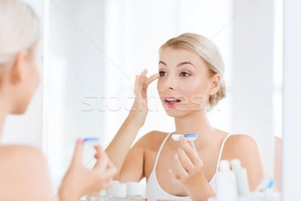 Genç kadın banyo güzellik vizyon Stok fotoğraf © dolgachov