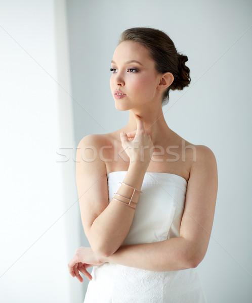 красивой азиатских женщину браслет красоту Сток-фото © dolgachov