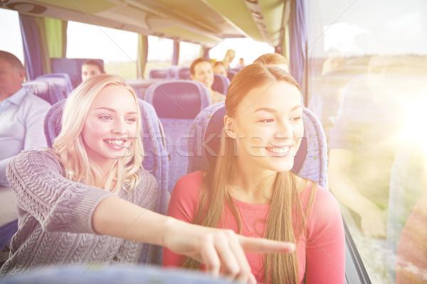 Gelukkig jonge vrouwen paardrijden reizen bus vervoer Stockfoto © dolgachov