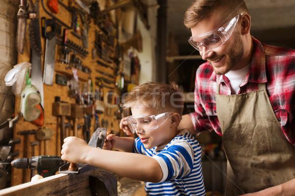Foto d'archivio: Figlio · di · padre · piano · legno · workshop · famiglia · carpenteria