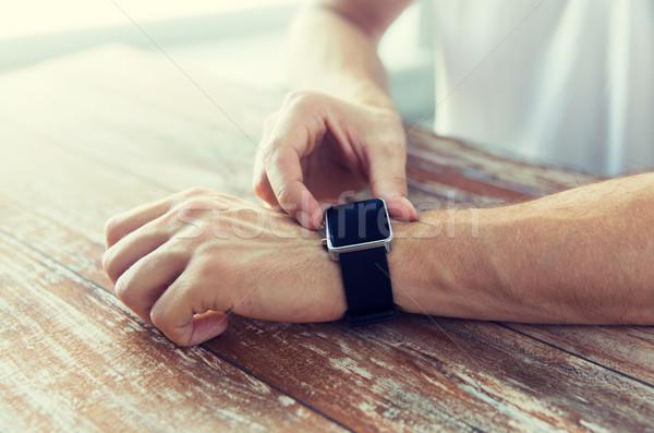 Közelkép férfi kezek okos óra üzlet Stock fotó © dolgachov