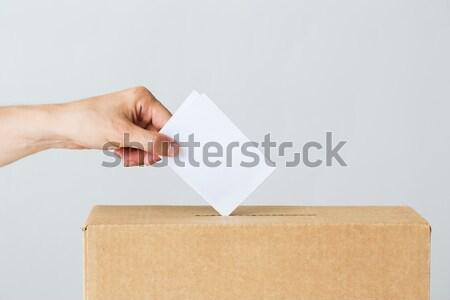 男 投票 投票 ボックス 選挙 投票 ストックフォト © dolgachov
