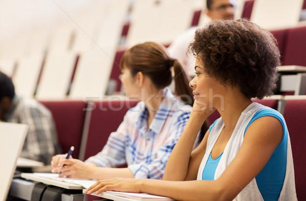 Gruppe Studenten sprechen Vortrag Halle Bildung Stock foto © dolgachov