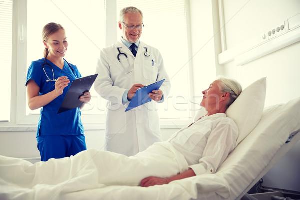 Médico enfermera altos mujer hospital medicina Foto stock © dolgachov