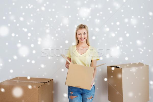 笑みを浮かべて 若い女性 ホーム 移動 配信 ストックフォト © dolgachov