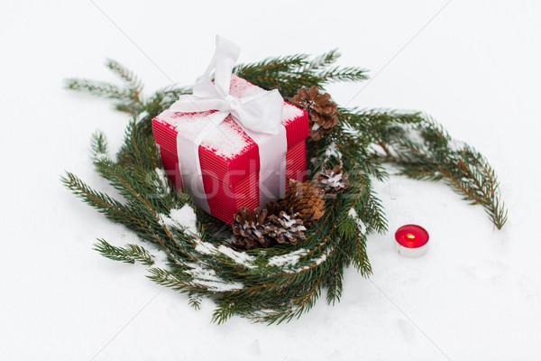 Noël cadeau sapin couronne neige hiver Photo stock © dolgachov