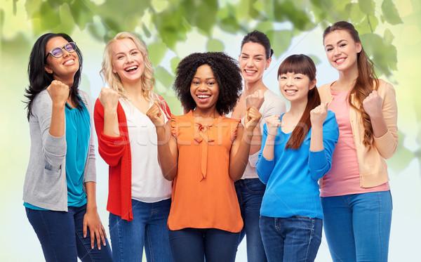 Сток-фото: международных · группа · счастливым · улыбаясь · женщины · разнообразия
