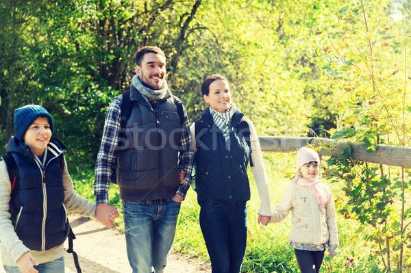 Stockfoto: Gelukkig · gezin · wandelen · bos · avontuur · reizen · toerisme