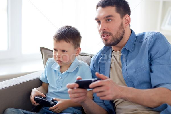 Syn ojca gry gra wideo domu rodziny ojcostwo Zdjęcia stock © dolgachov
