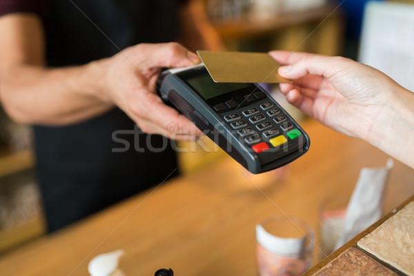 Manos pago tarjeta de crédito moderna tecnología personas Foto stock © dolgachov