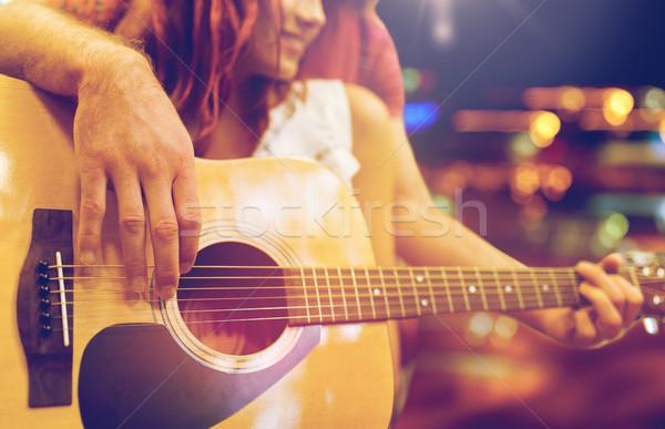 Coppia chitarra notte luci musica Foto d'archivio © dolgachov
