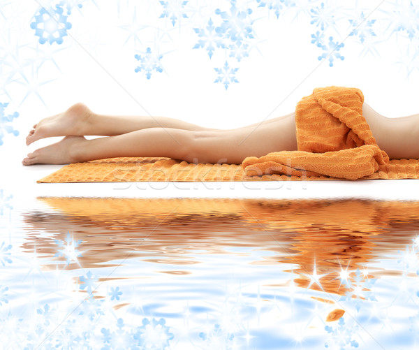Longues jambes dame orange serviette sable blanc Photo stock © dolgachov