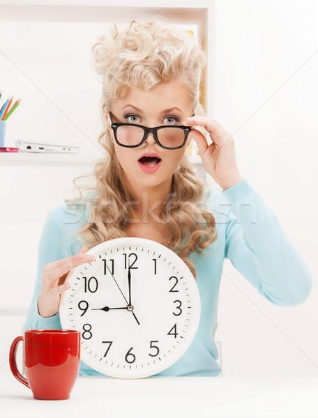 Mujer de negocios reloj Foto jóvenes mujer estudiante Foto stock © dolgachov