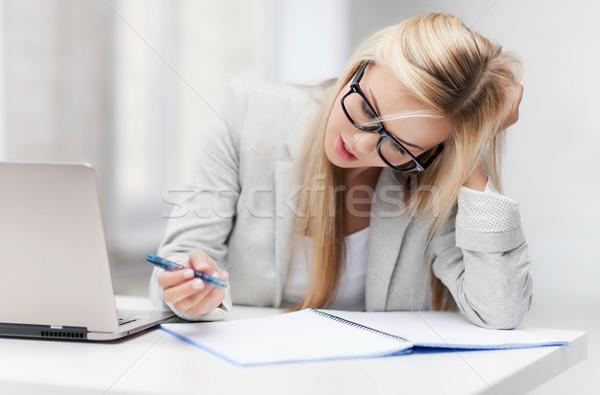 S'ennuie fatigué femme photos prendre des notes Photo stock © dolgachov