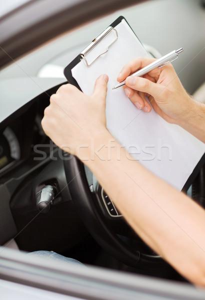 Adam araba belgeler taşımacılık mülkiyet işadamı Stok fotoğraf © dolgachov