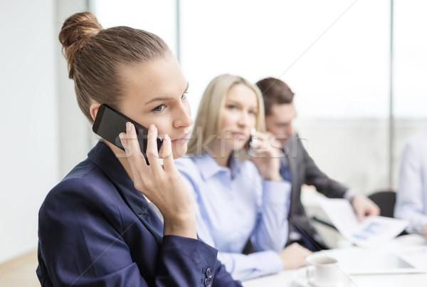 Sonriendo equipo de negocios smartphones oficina negocios tecnología Foto stock © dolgachov