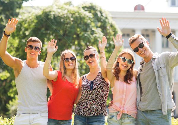 Groupe souriant amis mains extérieur Photo stock © dolgachov