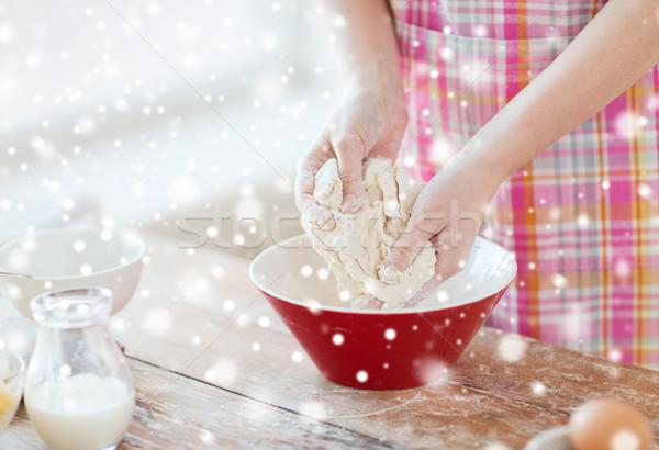 Közelkép női kezek dagasztás otthoni főzés sütés Stock fotó © dolgachov