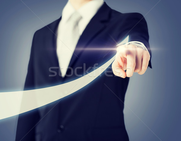 Zakenman hand tonen pijl virtueel scherm Stockfoto © dolgachov