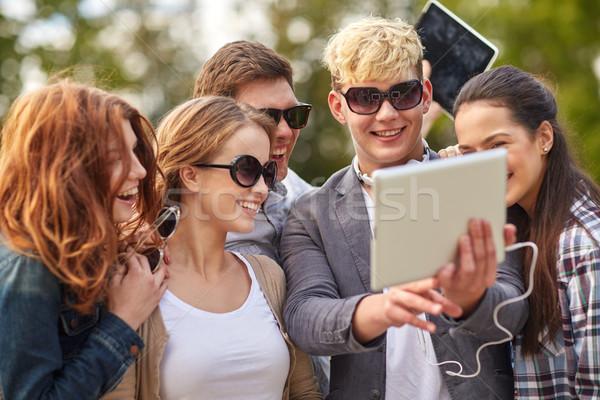 Diákok tinédzserek táblagép elvesz nyár technológia Stock fotó © dolgachov