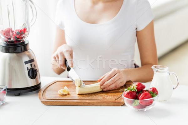 Mujer plátano alimentación saludable Foto stock © dolgachov