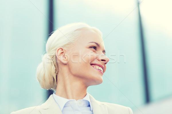 Giovani sorridere imprenditrice edificio per uffici uomini d'affari istruzione Foto d'archivio © dolgachov