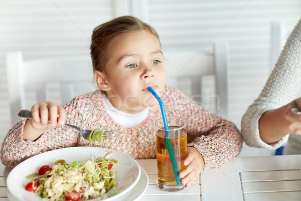 女の子 飲料 リンゴジュース レストラン 幼年 食品 ストックフォト © dolgachov