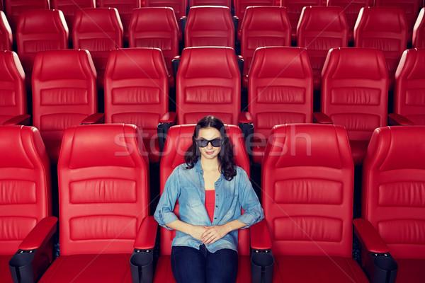 Młoda kobieta oglądania film 3D teatr kina Zdjęcia stock © dolgachov