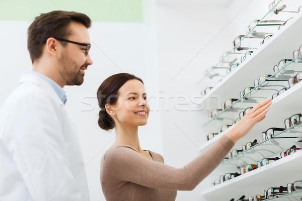 Сток-фото: женщину · очки · оптик · оптика · магазине