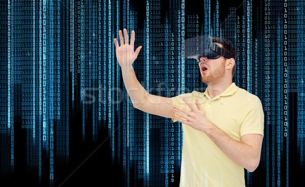Genç sanal gerçeklik kulaklık 3d gözlük 3D Stok fotoğraf © dolgachov