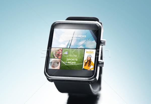 Közelkép okos óra hírek alkalmazás modern Stock fotó © dolgachov