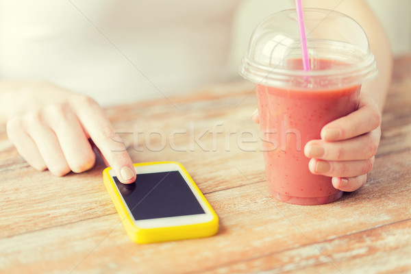 Photo stock: Femme · smartphone · smoothie · régime · alimentaire