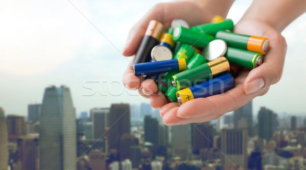 Közelkép kezek tart elemek halom újrahasznosítás Stock fotó © dolgachov