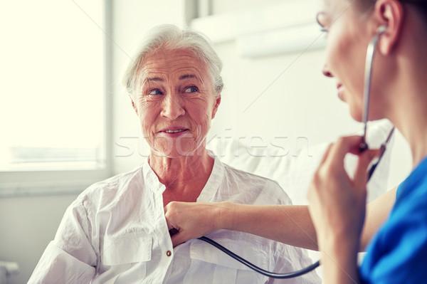 看護 聴診器 シニア 女性 クリニック 薬 ストックフォト © dolgachov