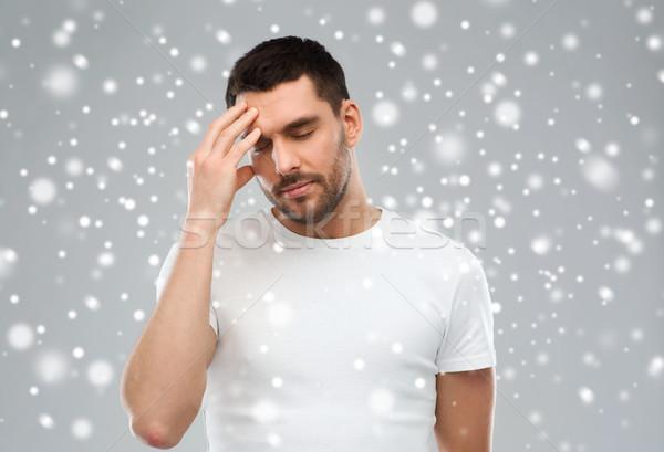 Jonge man lijden hoofdpijn sneeuw pijn stress Stockfoto © dolgachov
