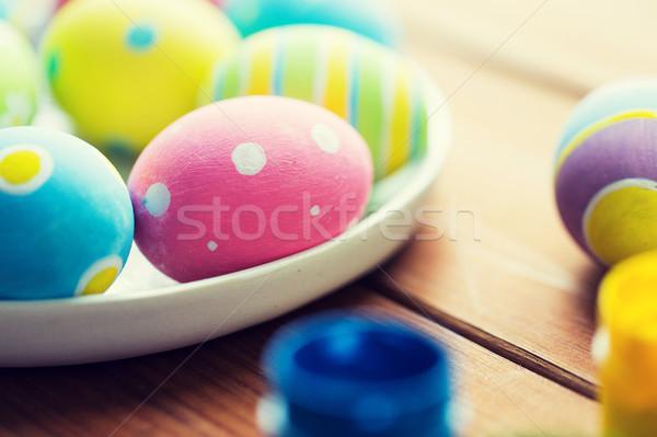 Közelkép színes húsvéti tojások tányér húsvét ünnepek Stock fotó © dolgachov