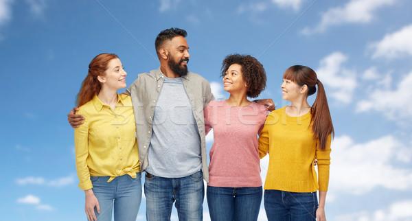 ストックフォト: 国際 · グループ · 幸せ · 笑みを浮かべて · 人 · 多様