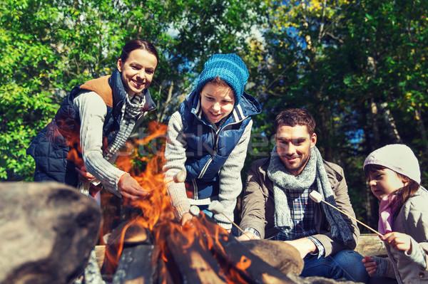 Mutlu aile hatmi kamp ateşi kamp seyahat turizm Stok fotoğraf © dolgachov