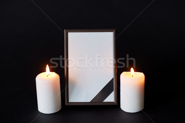 黒 リボン フォトフレーム キャンドル 葬儀 喪 ストックフォト © dolgachov