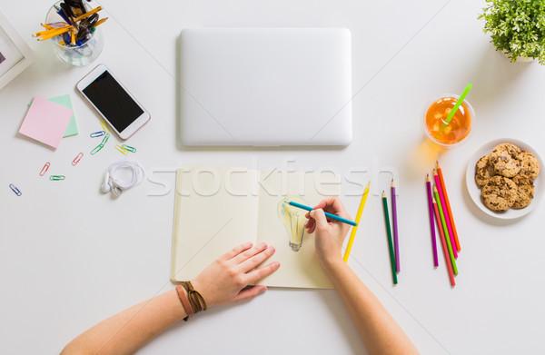 Kobieta ręce rysunek notebooka ministerstwo spraw wewnętrznych sztuki Zdjęcia stock © dolgachov