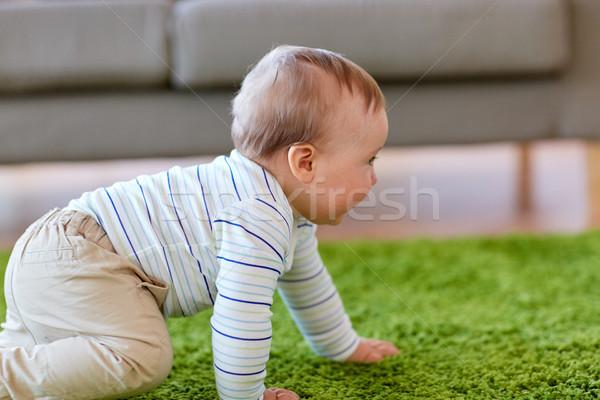 Baba fiú kúszás padló otthon gyermekkor Stock fotó © dolgachov
