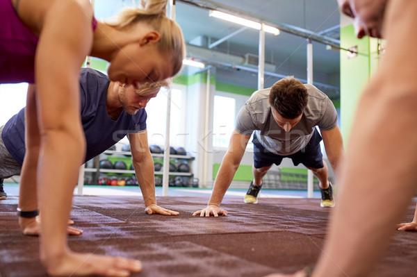 Stok fotoğraf: Grup · insanlar · düz · kol · spor · salonu · uygunluk