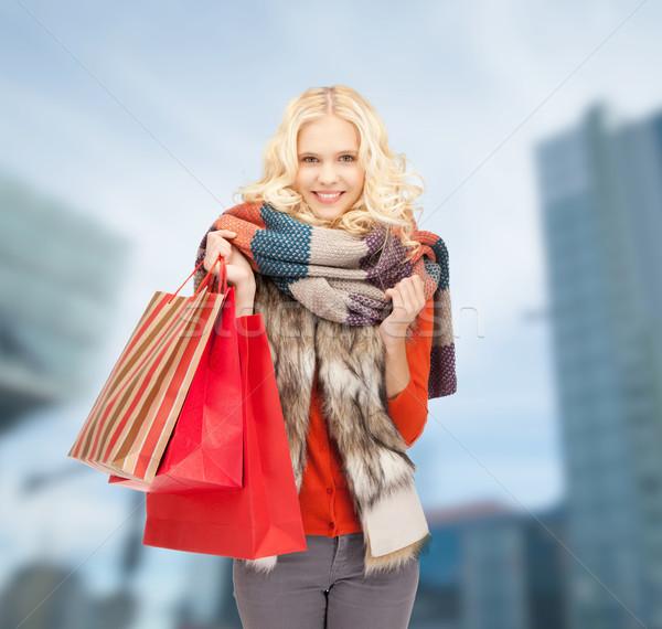 Mosolyog tinilány bevásárlótáskák vásárlás vásár kint Stock fotó © dolgachov