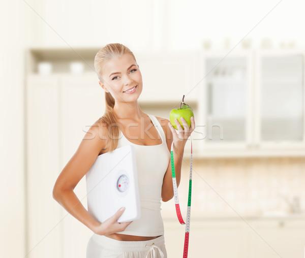 Deportivo mujer escala manzana cinta métrica dieta Foto stock © dolgachov
