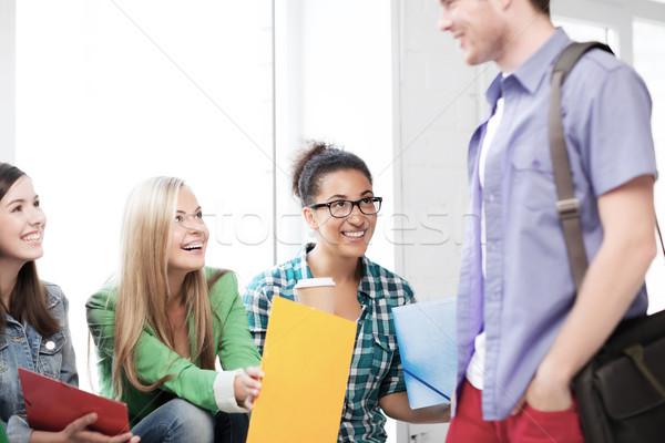 Studentów śmiechem szkoły edukacji kawy Zdjęcia stock © dolgachov