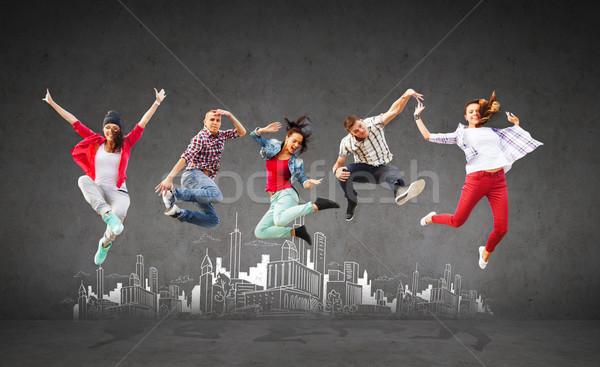 Foto stock: Grupo · adolescentes · saltando · verão · esportes · dança