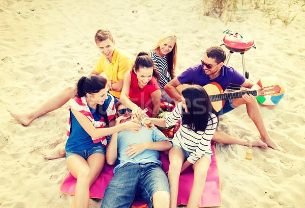 Grup arkadaşlar gitar plaj yaz Stok fotoğraf © dolgachov