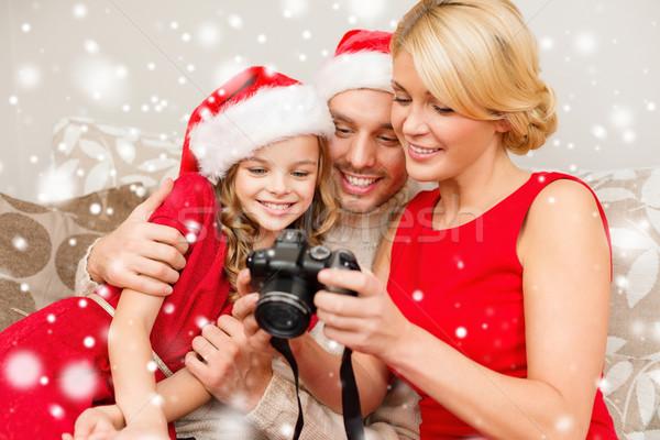 Gelukkig gezin digitale camera home christmas vakantie technologie Stockfoto © dolgachov