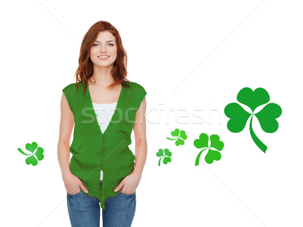 Sorridente verde colete shamrock gestos Foto stock © dolgachov