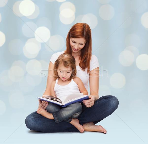 Boldog anya imádnivaló kislány könyv gyermekkor Stock fotó © dolgachov